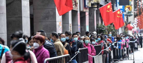 Citizens line up to buy masks in Guangzhou